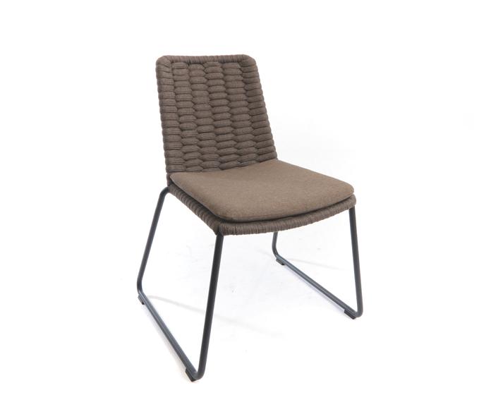 Cushion seat Wing sidechair