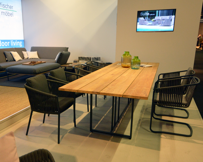 Suite Freischwinger, Sessel und Tisch, Cosmo Sessel, Flora Lounge