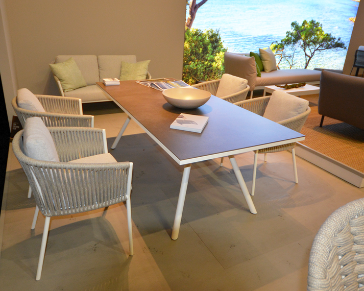 Cosmo armchair with Teso table